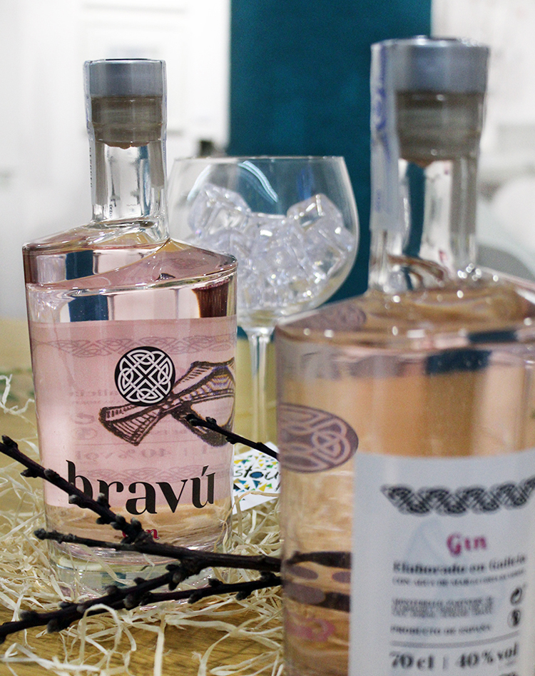 Ginebra Bravú. Botella de 70 cl.