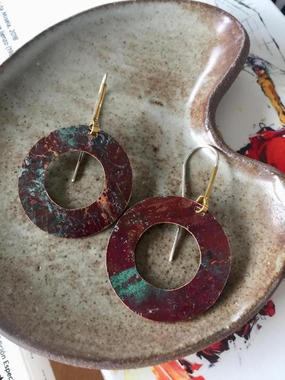 Pendientes de cobre, latón y plata